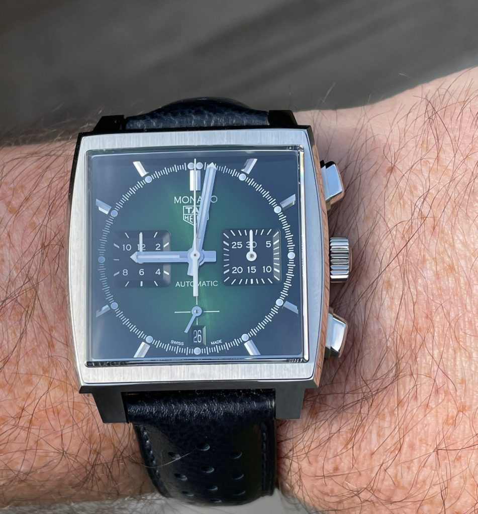 This delicious TAG Heuer Monaco Green Dial Limited Edition replica CBL2116 is limited to 500 pieces.